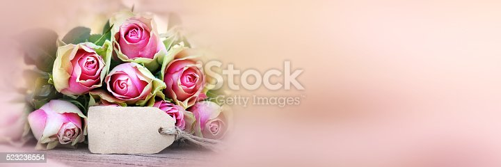 638784780 istock photo Bouquet of roses with a greeting card_002 523236554