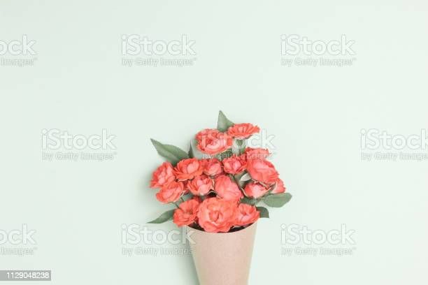 Bouquet of small red roses in vintage paper on the table picture id1129048238?b=1&k=6&m=1129048238&s=612x612&h=e5s6ozyldrpk 23p7tp 9beivb 12t1pmong3umbhdy=