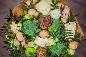 花束野菜や果物の健康的なライフ スタイル、デトックス ダイエットのための有用なギフト。ブロッコリー、カリフラワー、生姜、杉コーン