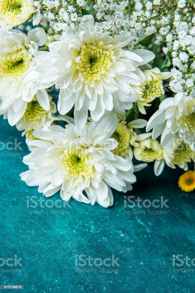 Bouquet Von Weißen Und Gelben Margeriten Baby Atem Schleierkraut ...