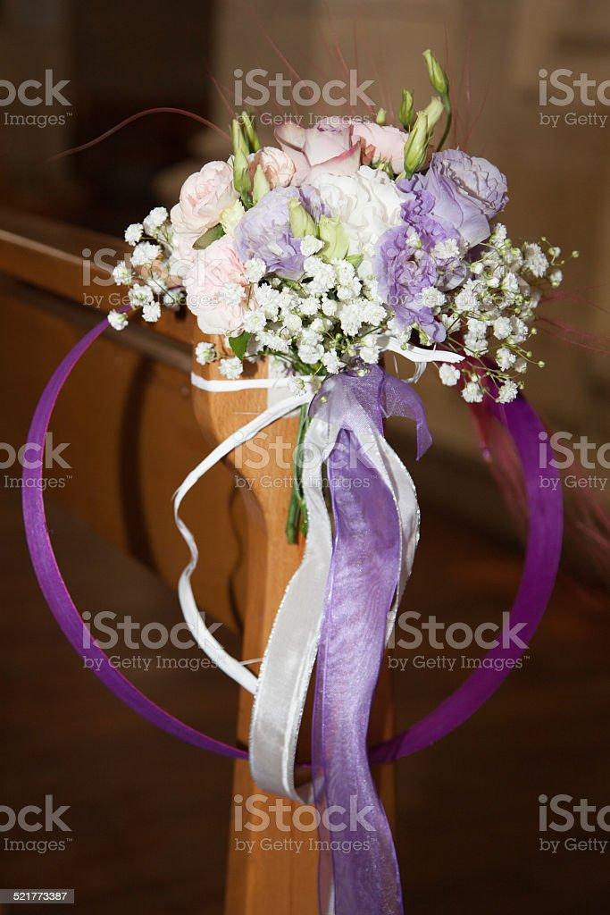 Bouquet rose et violet de mariée stock photo
