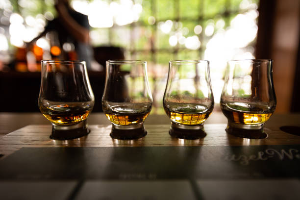 bourbon flight with selective focus - assaggiare foto e immagini stock