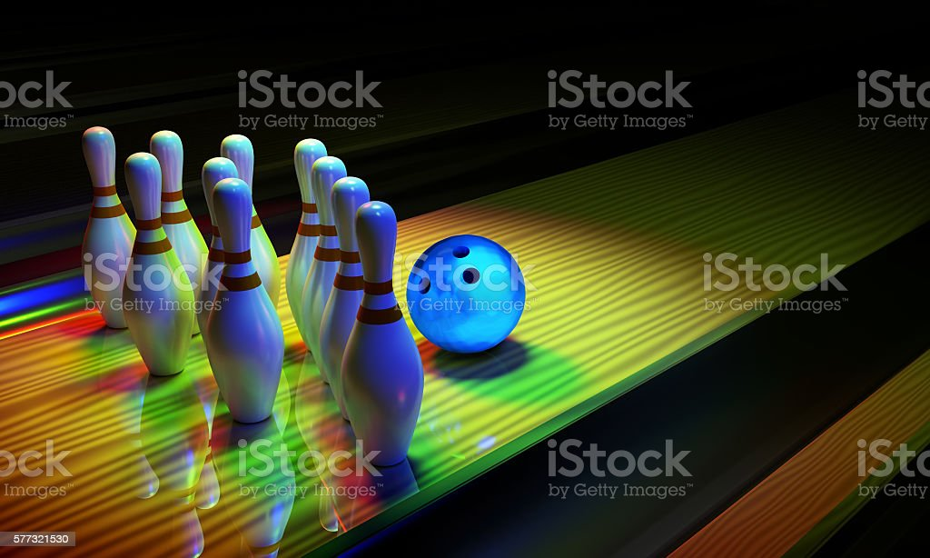 Bowing ball and skittles on the alley. - foto stock