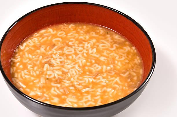 Bowl of Buchstabennudelsuppen – Foto