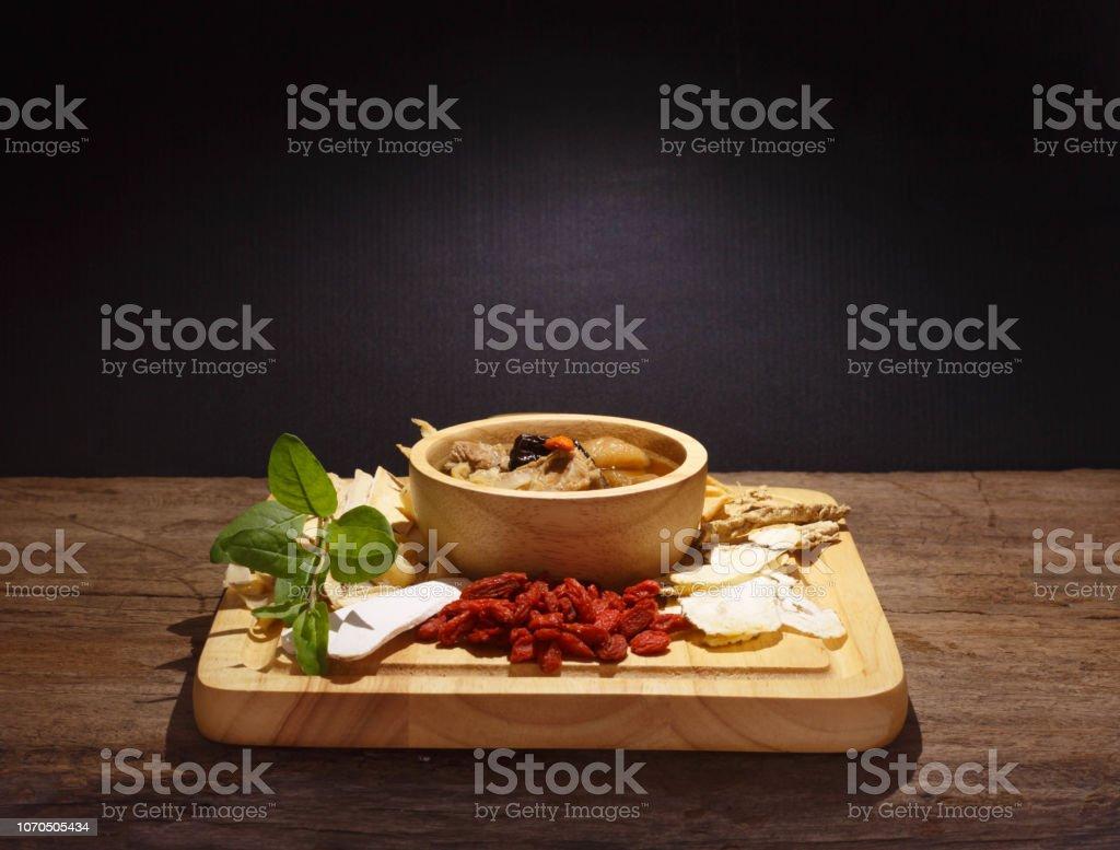 黒中華スープのボウル ストックフォト
