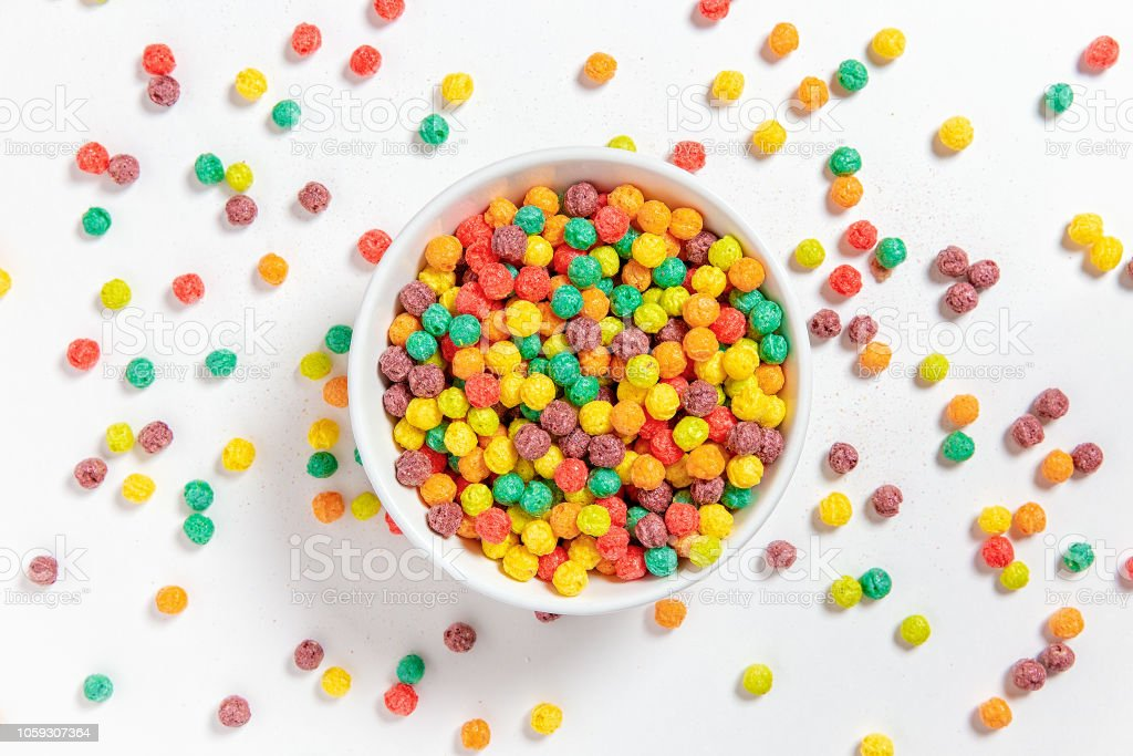 bowl of colorful cereal balls on white background - Royalty-free Alimentação Saudável Foto de stock