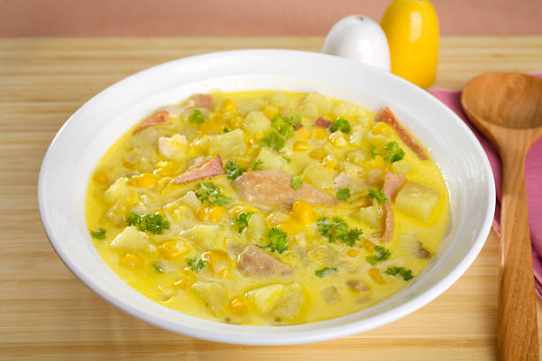 corn chowder suppe - huhn maissuppe stock-fotos und bilder