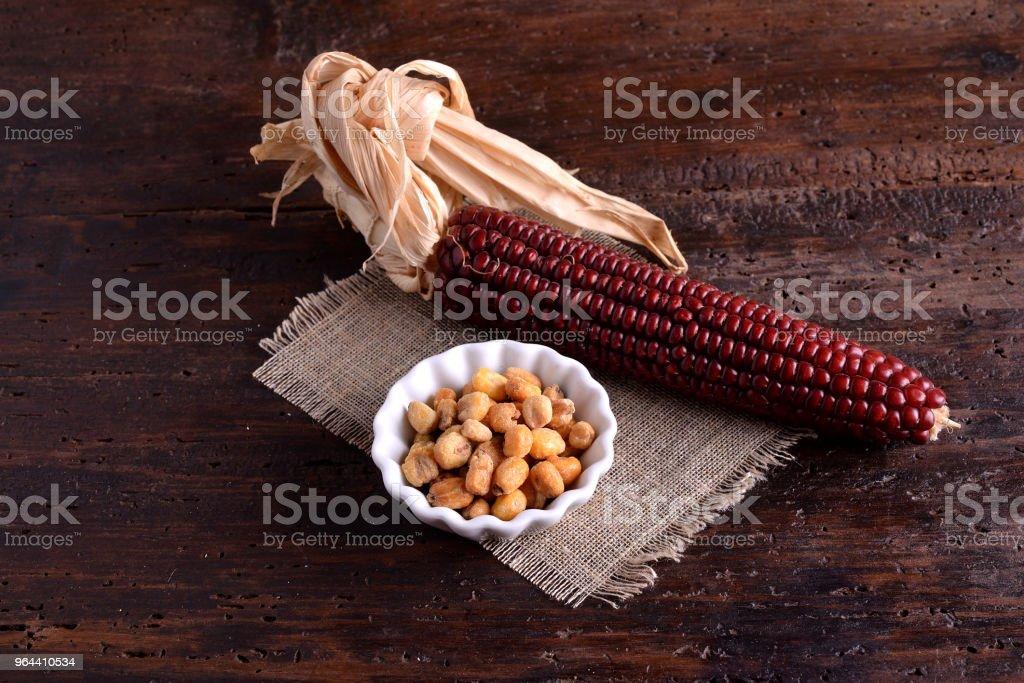 Tigela de milho com vermelho panícula - Foto de stock de Agricultura royalty-free