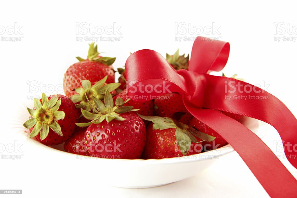 bowl of festive strawberries royalty free stockfoto