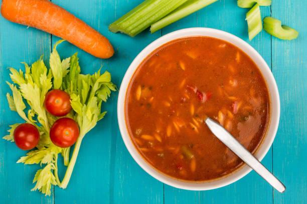 bowl of fresh italian style minestrone soup - minestrone foto e immagini stock