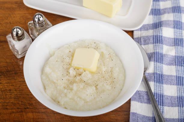 tigela de cereais com manteiga e pimenta - rolão - fotografias e filmes do acervo