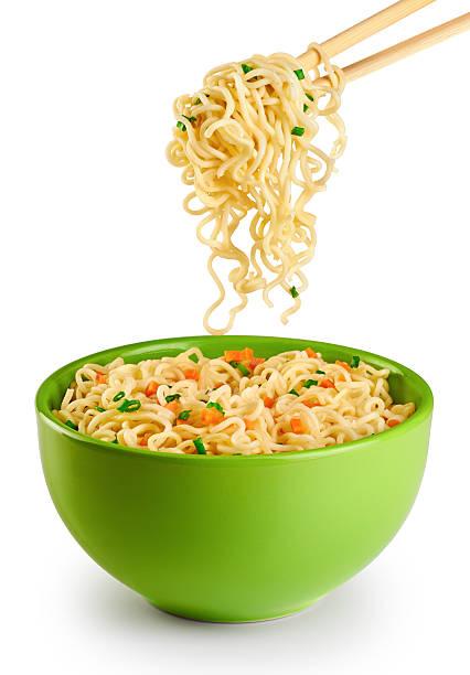 bowl of instant noodles isolated on white background. - aziatische noedels stockfoto's en -beelden