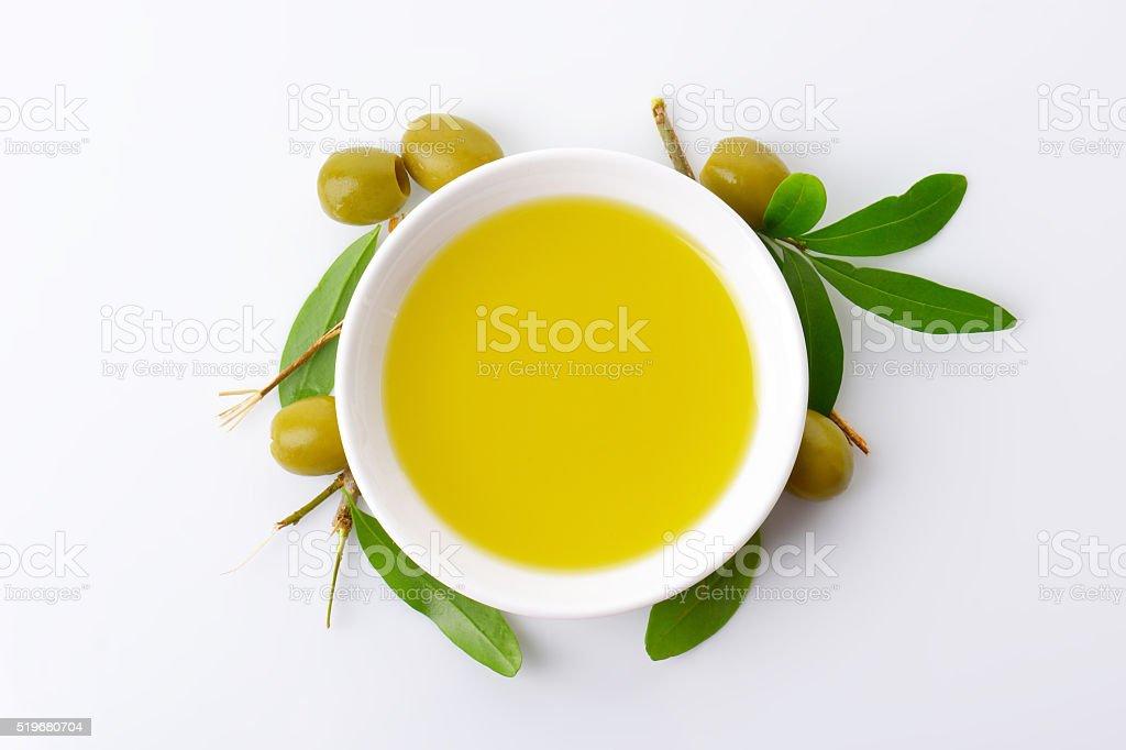 Tazón de aceite de oliva - foto de stock