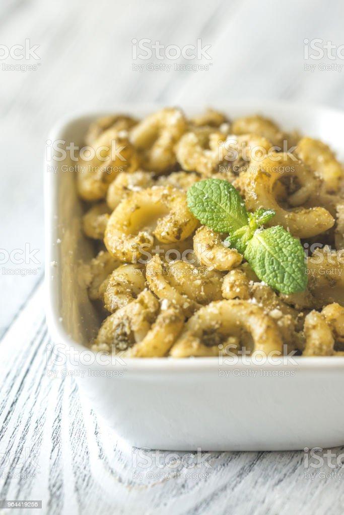 Tigela de macarrão com molho pesto - Foto de stock de Alimentação Saudável royalty-free