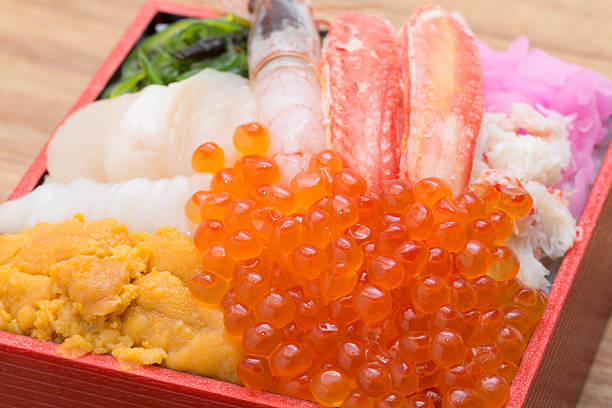 ボウルの飯、刺身 - 魚介類 ストックフォトと画像