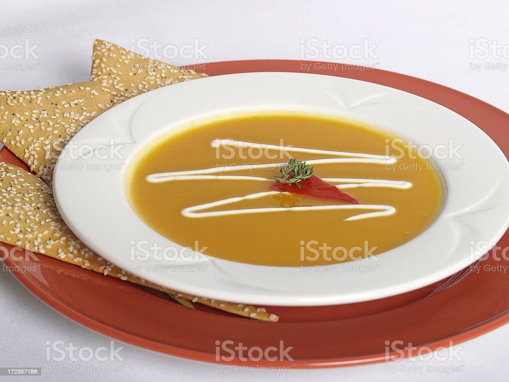 Plato de sopa de calabacín para el almuerzo foto de stock libre de derechos