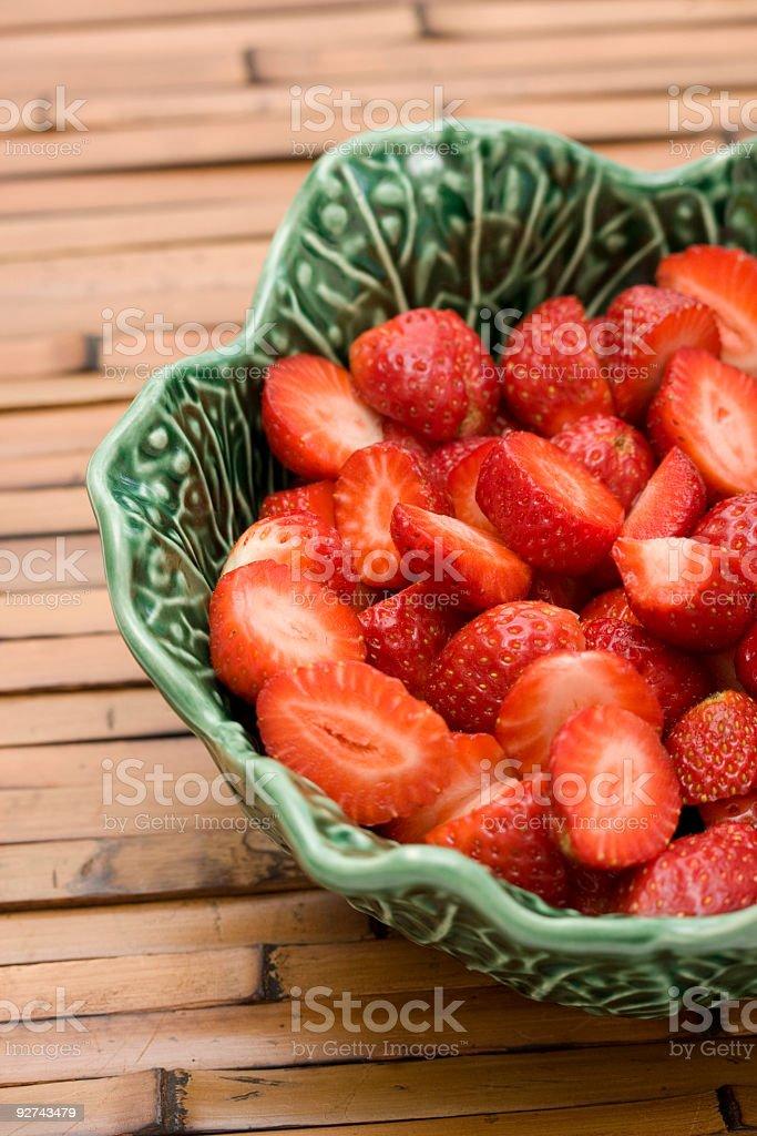 Schale mit Erdbeeren Lizenzfreies stock-foto