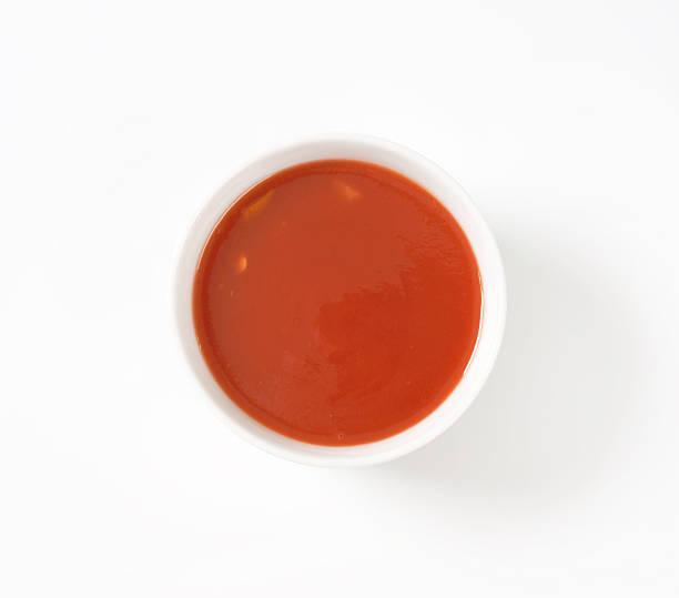 bowl von tomaten - hausgemachte tomatensuppen stock-fotos und bilder