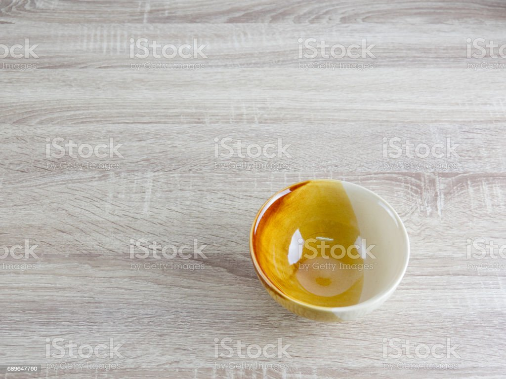 bowl on wooden table - foto stock