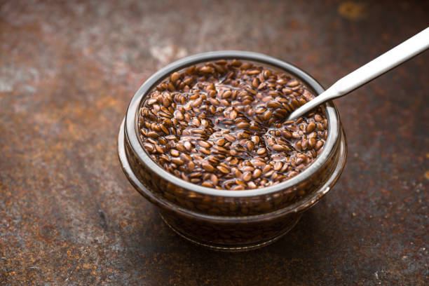 Bowl with flax seeds in  water  on metal background horizontal – Foto