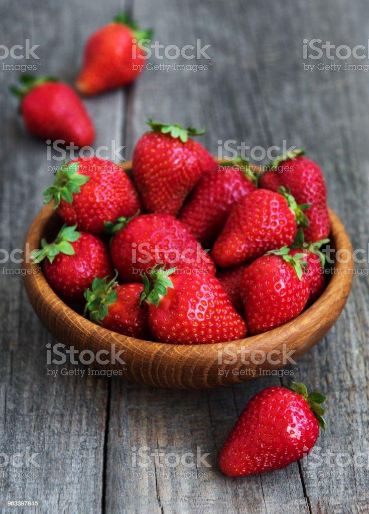 Bowl with fresh strawberries - Zbiór zdjęć royalty-free (Bez ludzi)