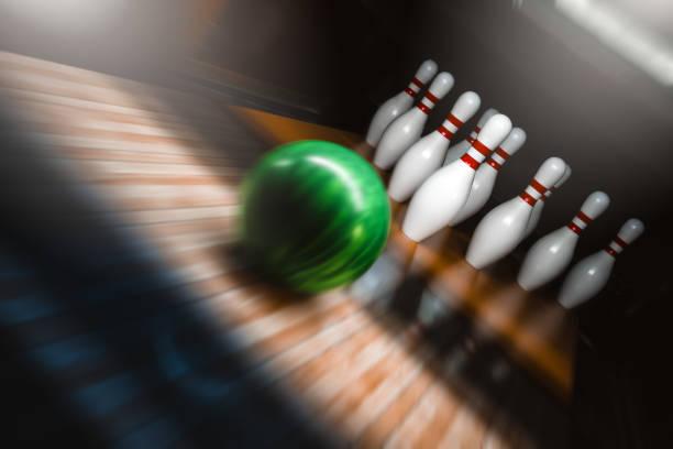 Bowling-Pins, Kugeln und Schuhe – Foto
