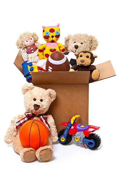 box voller spielzeug, spenden - bücherbund stock-fotos und bilder