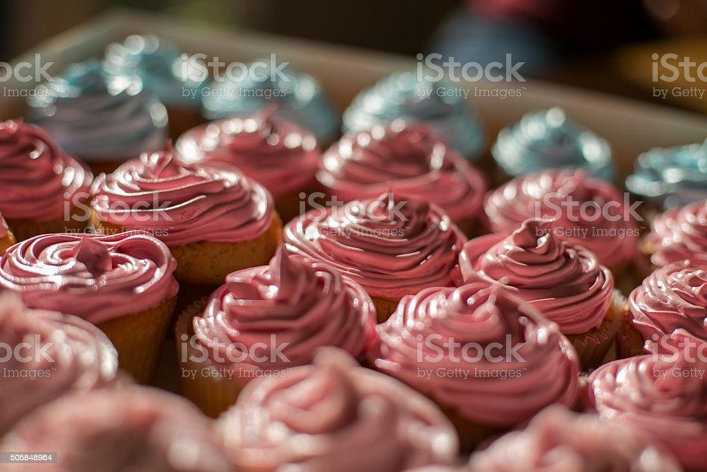 Schachtel mit cupcakes – Foto