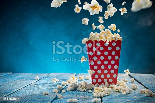 istock Box of popcorn on blue background 931193814