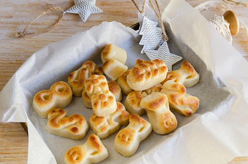 スペイン語クリスマス マジパンのお菓子クリスマス装飾の伝統的な御馳走のスペインで冬の休暇中に消費と Figuritas デ Mazapan のボックス - おやつのストックフォトや画像を多数ご用意 - iStock