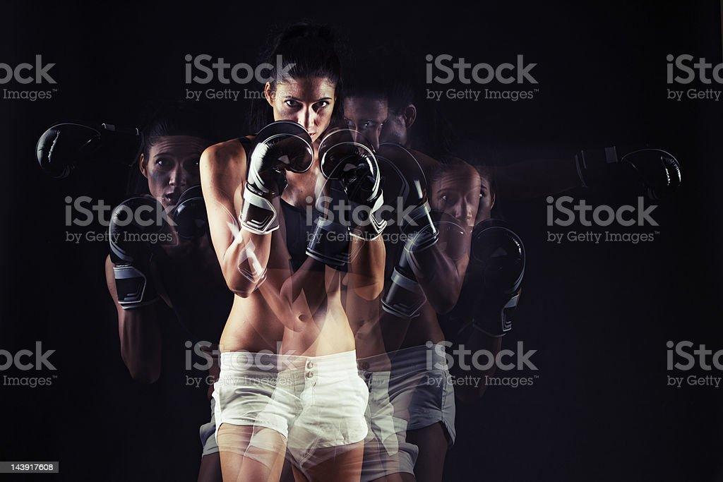 Boxeador en acción - foto de stock
