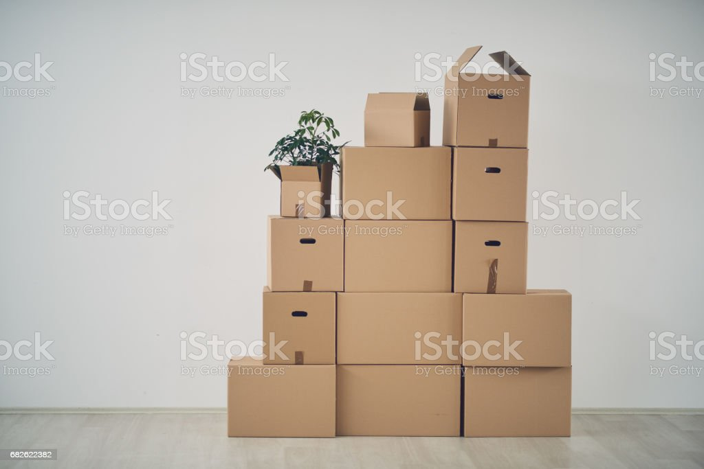 Boxes in new apartment​​​ foto