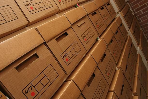 Caixas de registros da empresa em arquivos quarto - foto de acervo