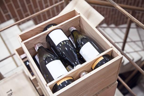 vin lådor i butiken uppifrån - wine box bildbanksfoton och bilder