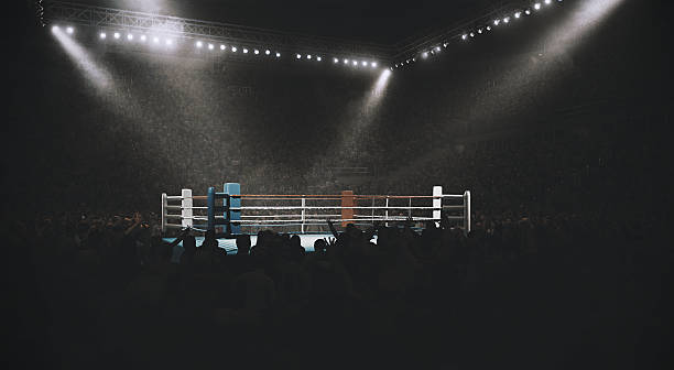 Boxing: Empty professional ring with crowd – Foto