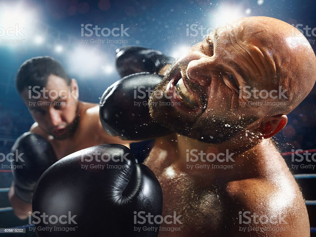 Boxing: Extremely powerful punch - Photo