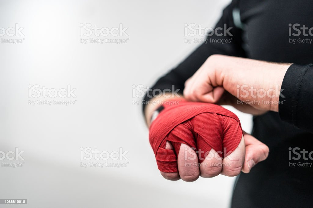 coduri promoționale calitate excelenta calitate Mma Boxing Fighter Putting Hand Wraps On Hands Stock Photo ...