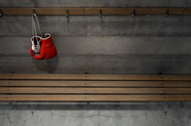boxhandschuhe hängen in umkleidekabine - bankhaken stock-fotos und bilder