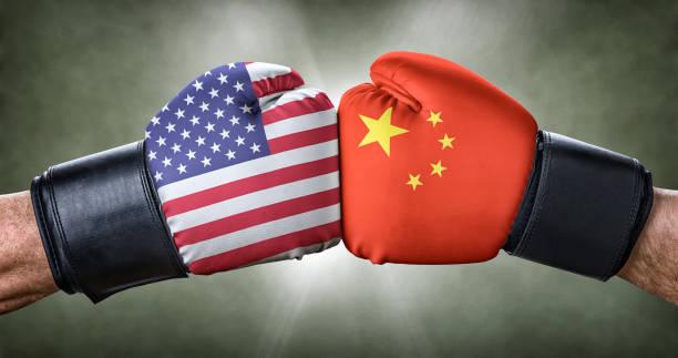 ein boxkampf zwischen den usa und china - deutschland usa stock-fotos und bilder