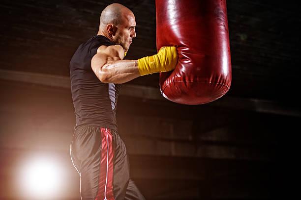 boxing, mma workout - sandsäcke stock-fotos und bilder