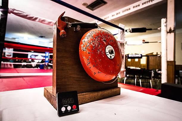 Anillo con campana de boxeo - foto de stock