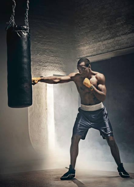 Entrenamiento de boxeo y bolsa - foto de stock