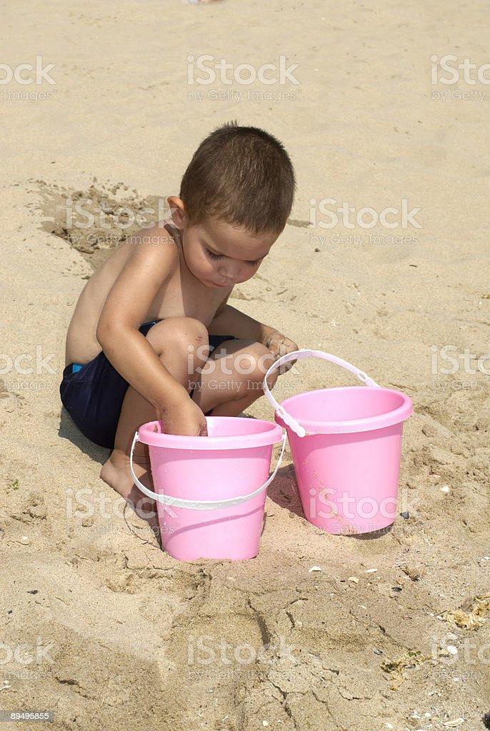 Ragazzo e spiaggia foto stock royalty-free