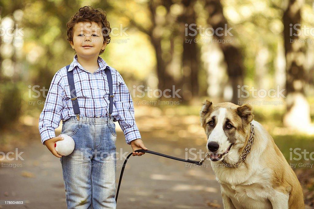 Junge und Hund – Foto