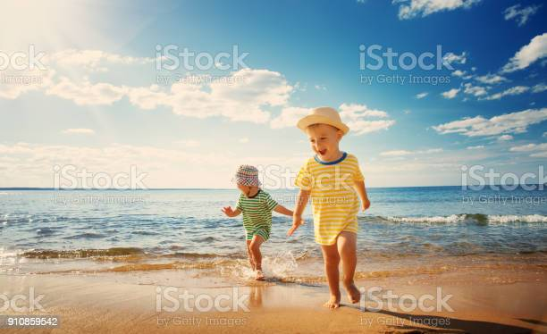 Boy and girl playing on the beach picture id910859542?b=1&k=6&m=910859542&s=612x612&h=65 eryqubxxsadbotxbx s7wqoaccqoevrxxo9 fdgi=