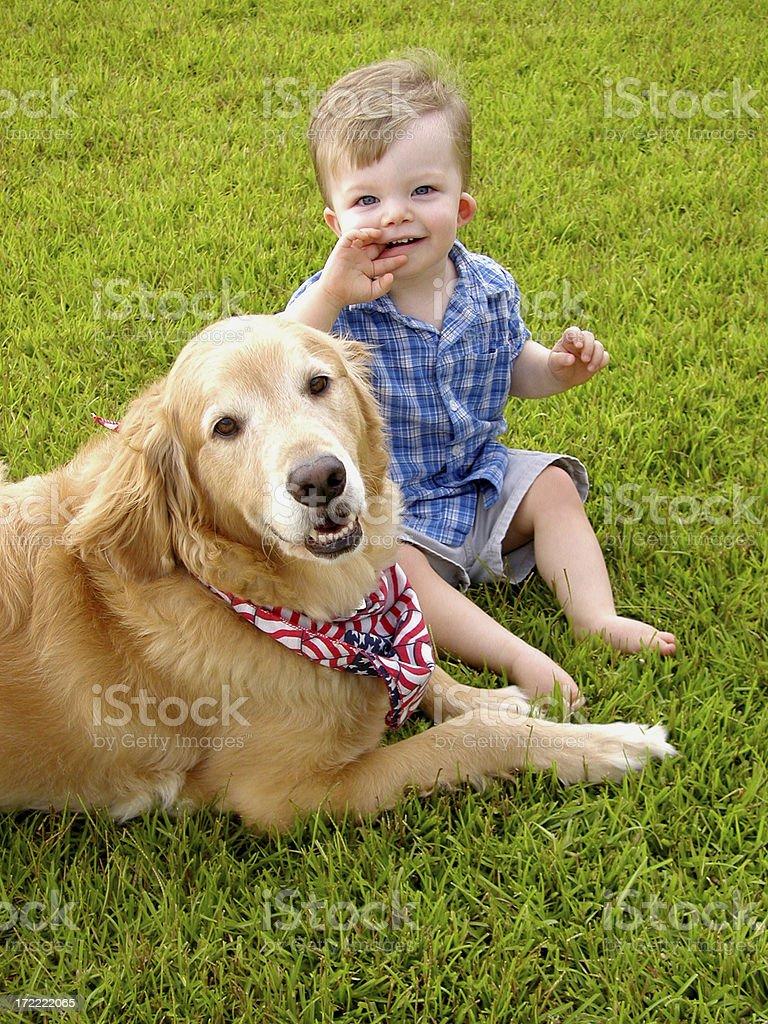 Niño y su amigo. - foto de stock