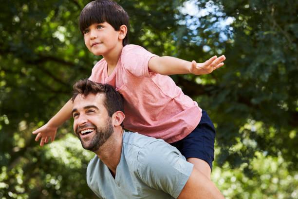 Junge und sein Vater – Foto