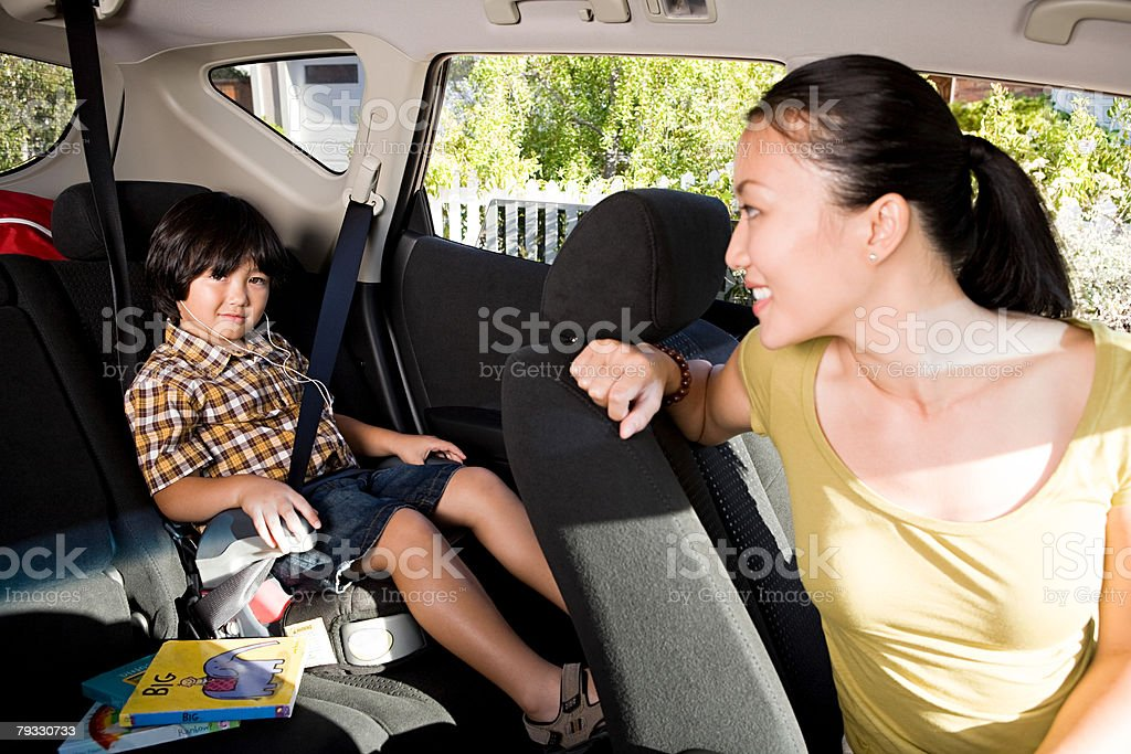 Boy and mother in car royalty-free 스톡 사진