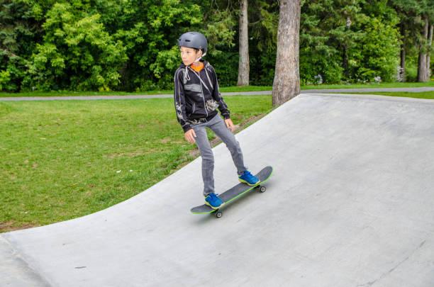Boy im skatepark – Foto