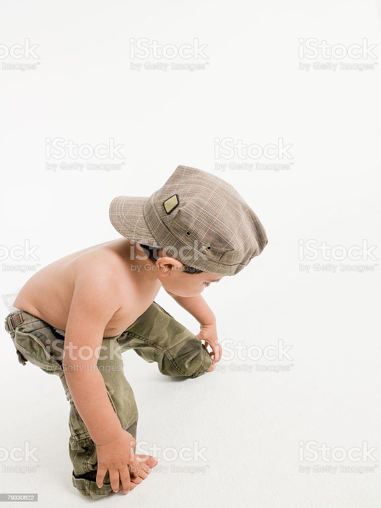 A 남자아이 구부리기 royalty-free 스톡 사진